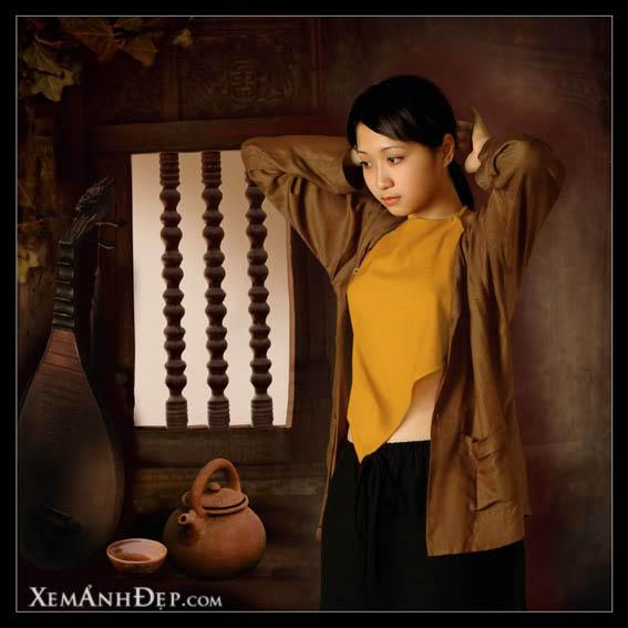 Thiếu nữ mặc áo yếm