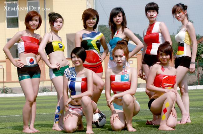 Hot girl đá bóng