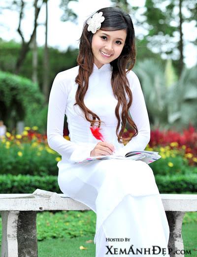 hot girl midu áo dài trắng